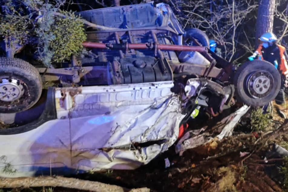 Tödlicher Autobahn-Unfall: Zwei Männer sterben in Kleintransporter