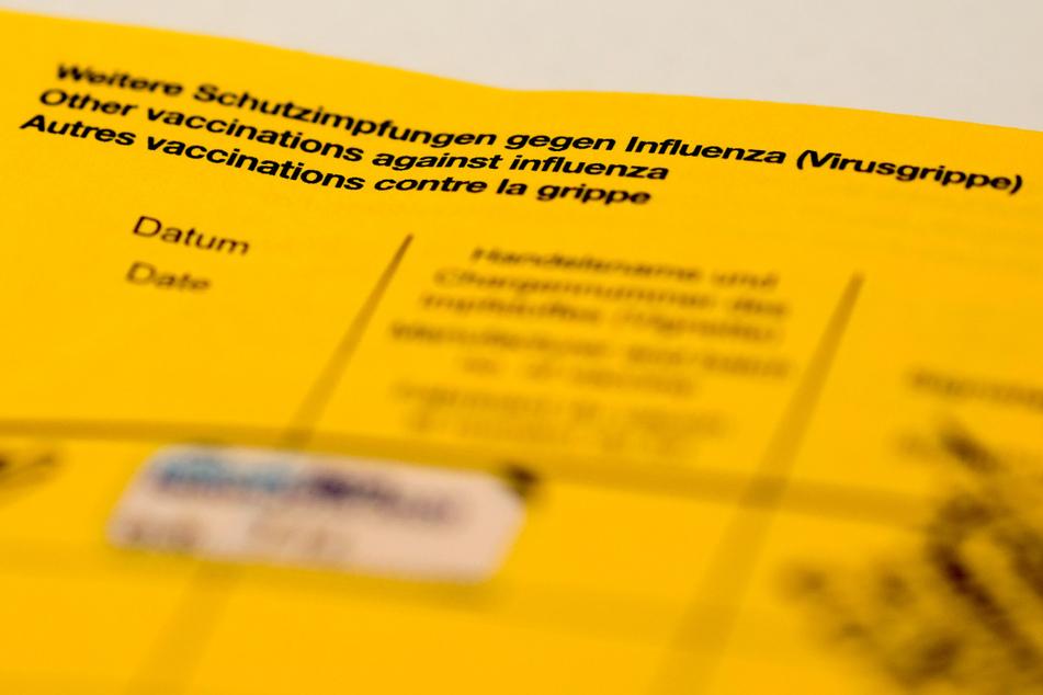 Das RKI geht davon aus, dass unter Erwachsenen vermutlich sogar mehr Menschen geimpft sind, als die Daten nahelegen. So hieß es in einem Bericht Anfang Oktober, dass die Quote bei einmal und vollständig Geimpften ab 18 Jahren bis zu fünf Prozentpunkte höher sein dürfte.