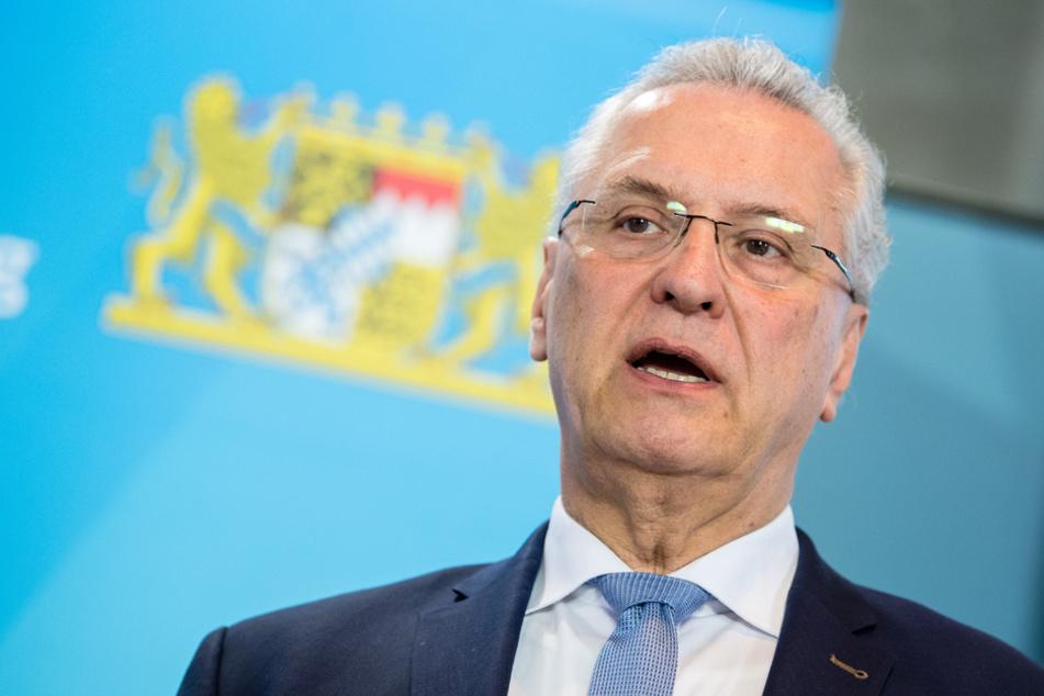 Innenminister Joachim Herrmann (CSU) möchte Infektionsschutz uns Versammlungsrecht vereinen. (Archiv)