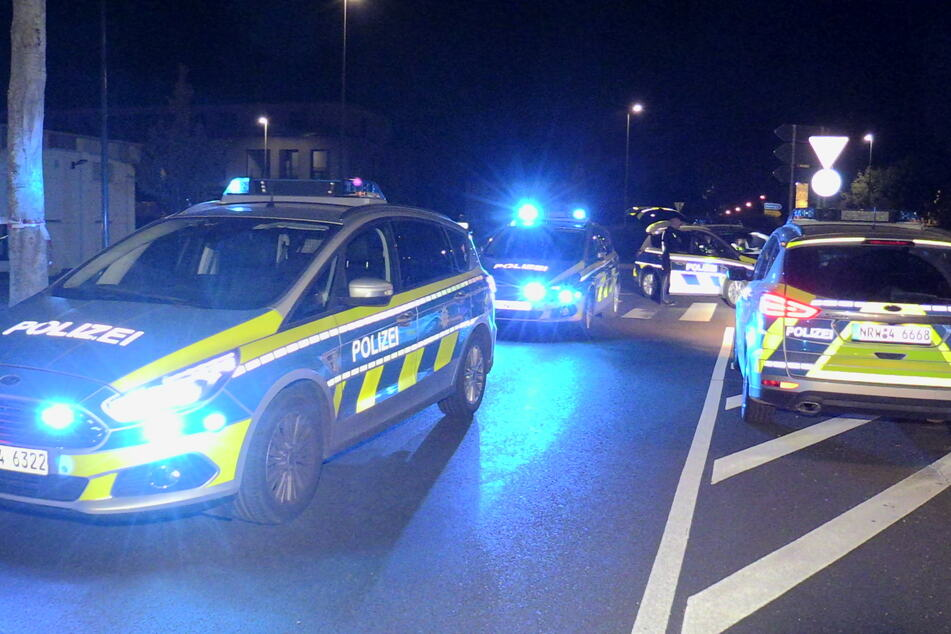 Die Polizei war schnell mit mehreren Streifenwagen vor Ort, die Täter entkamen aber dennoch.
