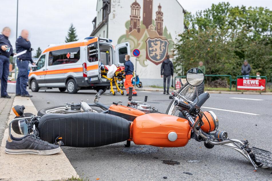 Der Simson-Fahrer kam schwer verletzt ins Krankenhaus.