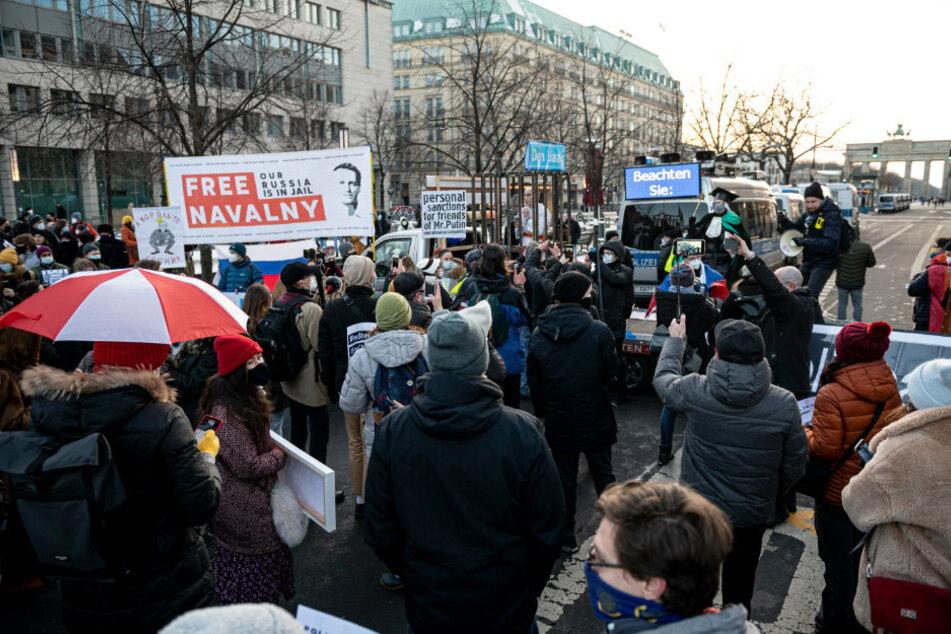 Berlin: Demonstranten fordern Freiheit für Kremlkritiker Alexej Nawalny