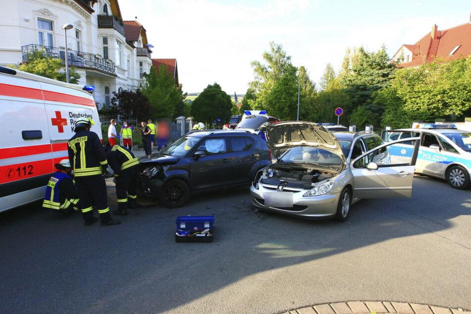 An einer Kreuzung in der Sondershäuser Innenstadt hatte es am Montagabend gekracht. Zwei Menschen verletzten sich schwer.