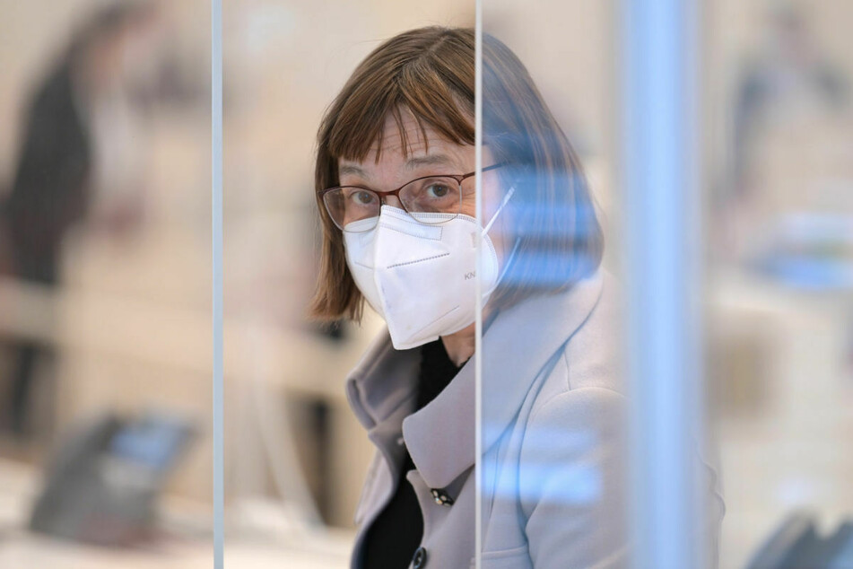 Brandenburgs Gesundheitsministerin Ursula Nonnemacher (63, Grüne) geht zwei Monate nach dem Start der Impfungen noch nicht von einer breiten Wirksamkeit aus.