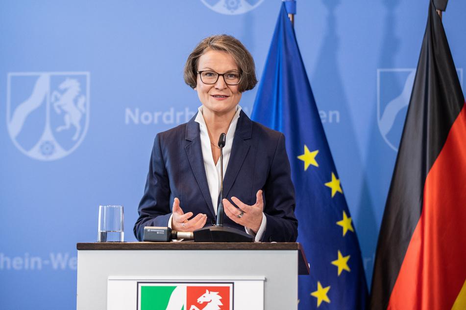 NRW-Bauministerin Ina Scharrenbach hat sich in häusliche Quarantäne begeben.