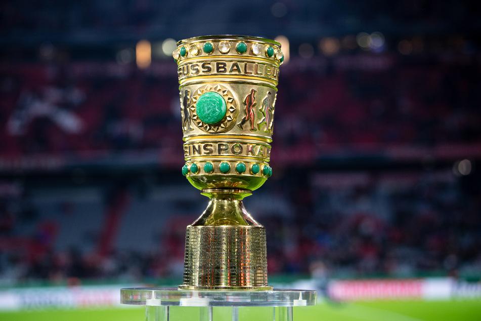 Die begehrte Trophäe wird am 13. Mai 2021 im Berliner Olympiastadion verliehen.