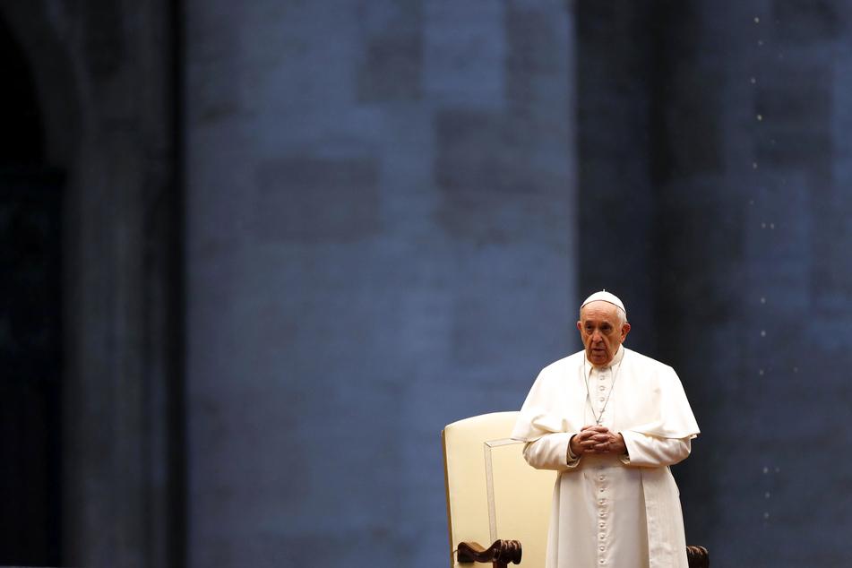 Papst Franziskus erteilt auf dem wegen der Coronavirus-Pandemie leeren Petersplatz den Sondersegen «Urbi et Orbi» (der Stadt und dem Erdkreis).