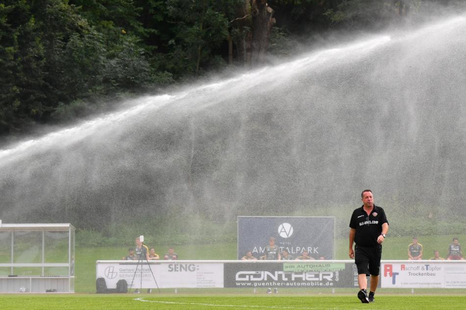 Will mit seiner Mannschaft in der kommenden Saison sprichwörtlich nicht im Regen stehen: Dynamo-Trainer Markus Kauczinski.