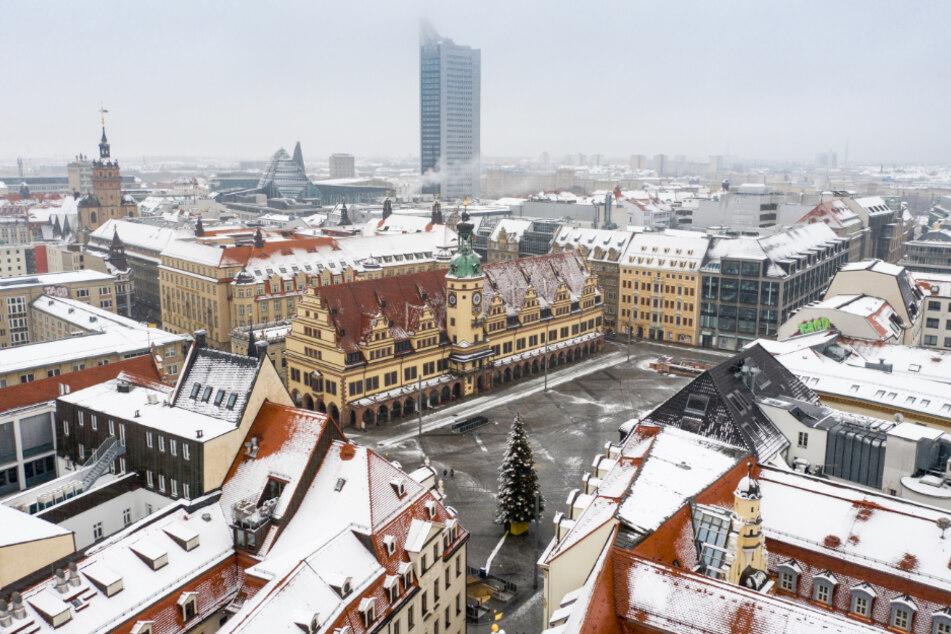 Auch Leipzig wurde von einer sonst eher seltenen, weißen Schneedecke überzogen. (Archivbild)