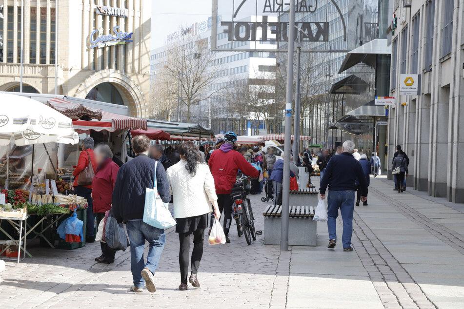 Der Chemnitzer Wochenmarkt ist gut besucht.