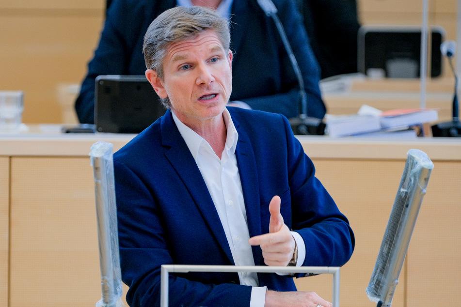 Gesundheitsminister Heiner Garg (55, FDP) will ab März auch Lehrer und Erzieher eine Impfung ermöglichen.