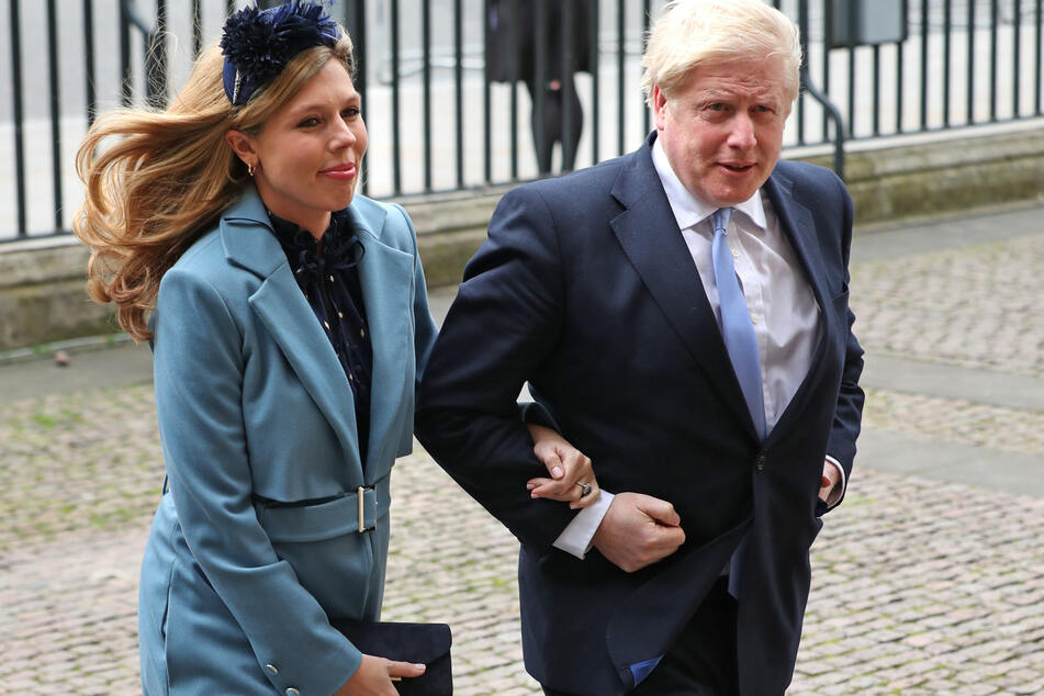 Boris Johnson, Premierminister von Großbritannien und seine Partnerin Carrie Symonds. Johnson hat am Donnerstagabend die Intensivstation verlassen.