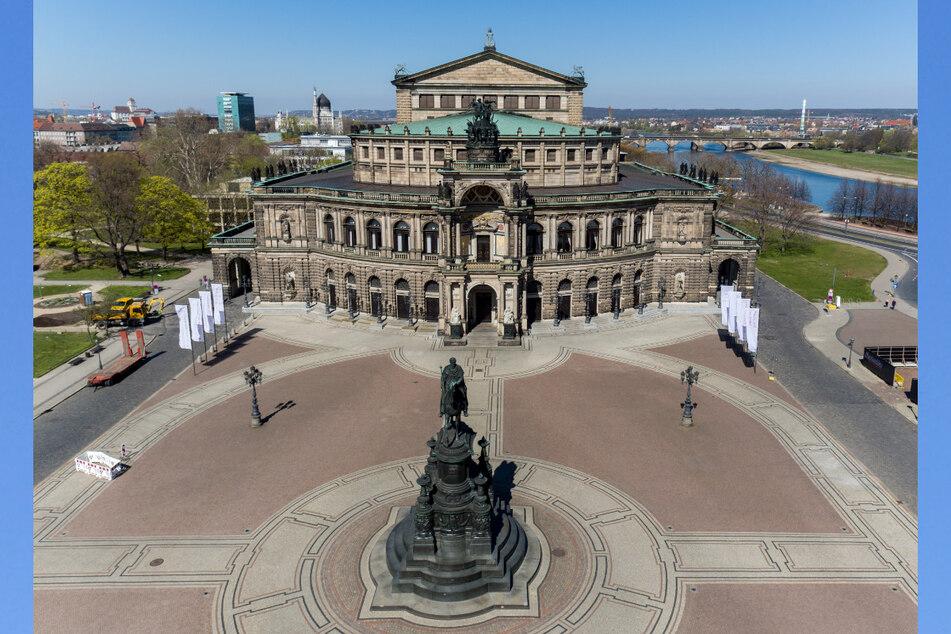 Die Dresdner Altstadt mit dem Theaterplatz und der Semperoper.