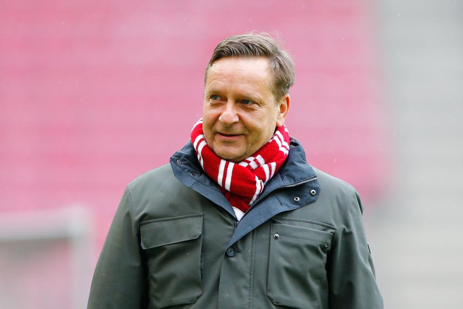 Die Klärung der Trainer-Frage beim 1. FC Köln steht wohl kurz bevor. Laut Sportchef Horst Heldt (51) gebe es bereits einen Favoriten, Namen nannte er jedoch nicht.