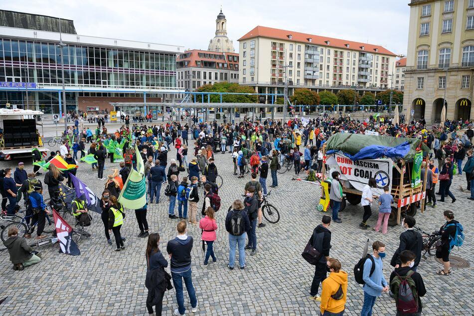 Wie in vielen anderen Städten in Deutschland und rund um die Welt wird am 24. September auch in Dresden für das Klima demonstriert. (Archivbild)