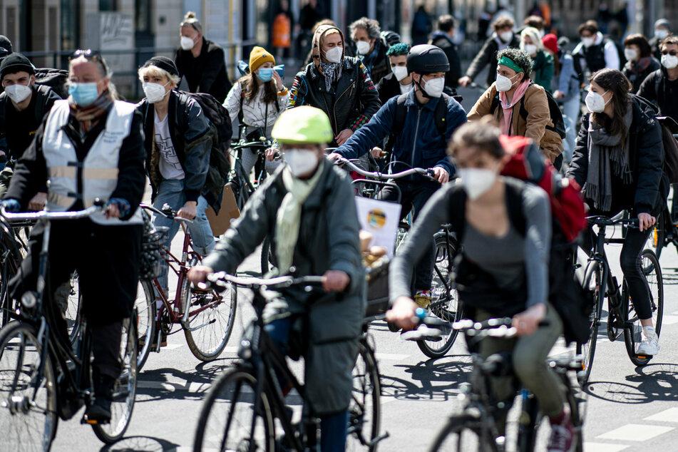 """""""Fridays for Future""""-Demo in Berlin: Fahrradkorso für bessere Umweltpolitik"""