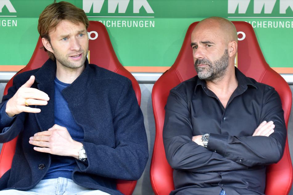 Bayer-Sportdirektor Simon Rolfes (38, l.) und Trainer Peter Bosz (56) müssen in Zukunft gleich auf zwei wichtige Offensiv-Akteure verzichten.