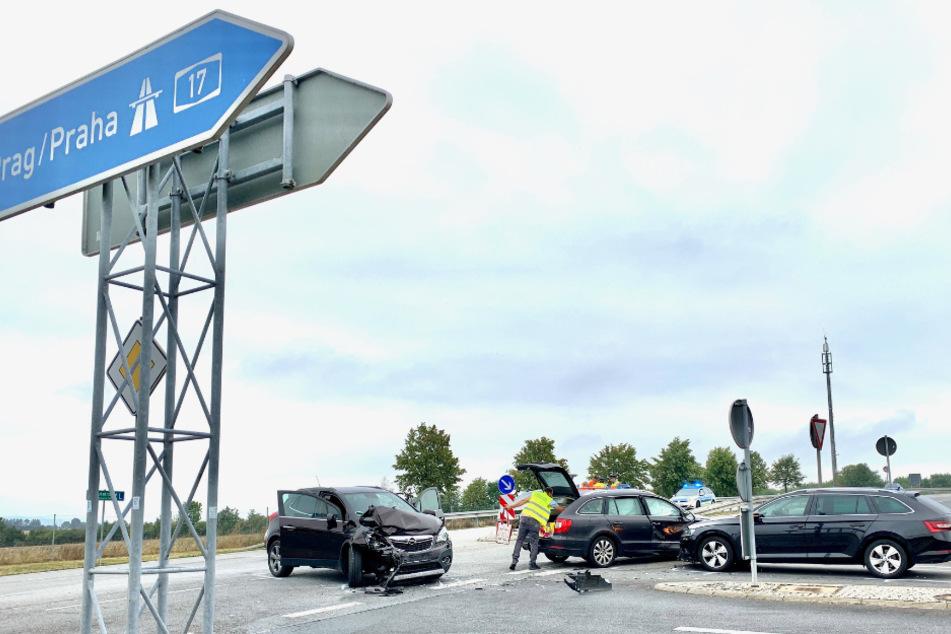 An der Autobahnauffahrt zur A17 Höhe B172a krachte es am Montagnachmittag.
