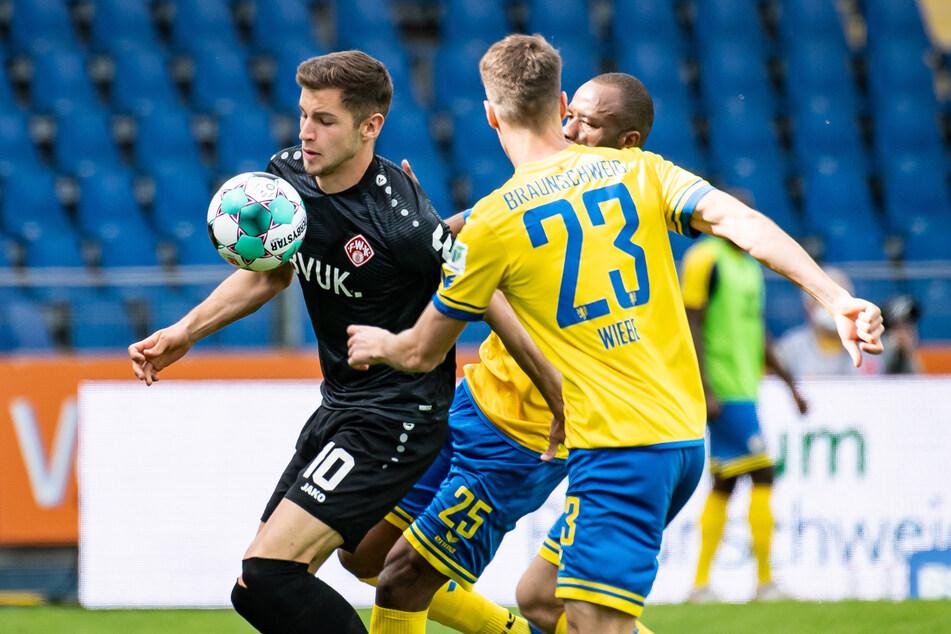 Marvin Pieringer (21, l.) spielte sich bei den Würzburger Kickers in den Fokus.