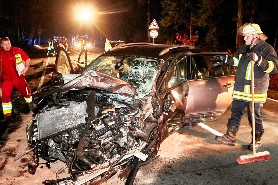 Frontal gerammt: Vom Wagen der tödlich verletzten Krankenpflegerin blieb nur Schrott.