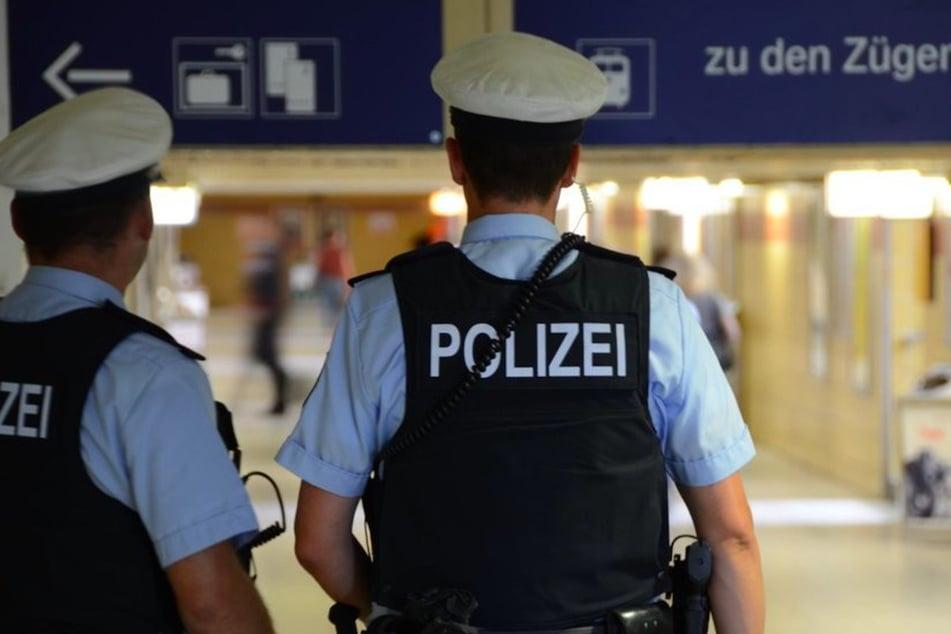 Attacke am Ostbahnhof: Mann beißt Bundespolizisten in Finger und Arm