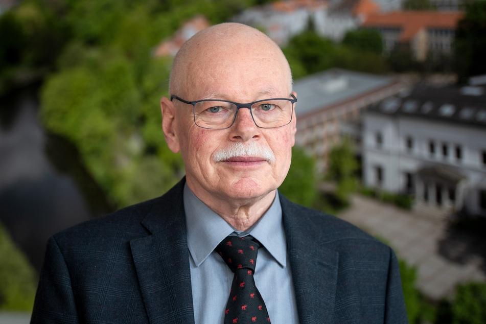 Ulrich Mäurer, Bremer Innensenator, hat scharfe Kritik an der Freigabe für den Spielbetrieb der Fußball-Bundesliga ab 15. Mai geübt.