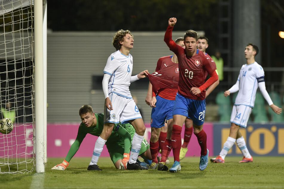 Adam Hlozek (17) soll sich für RB Leipzig und gegen Borussia Dortmund entschieden haben.