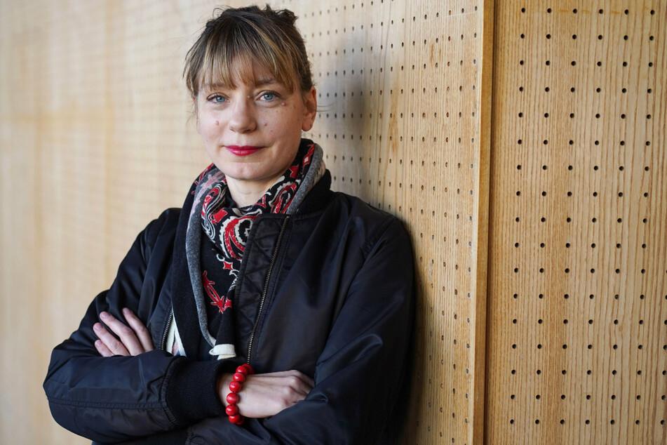 Yvonne Büdenhölzer (44), Leiterin des Theatertreffens, lässt sich im Januar 2019 Rahmen einer Pressekonferenz zum Berliner Theatertreffen fotografieren. (Archivbild)