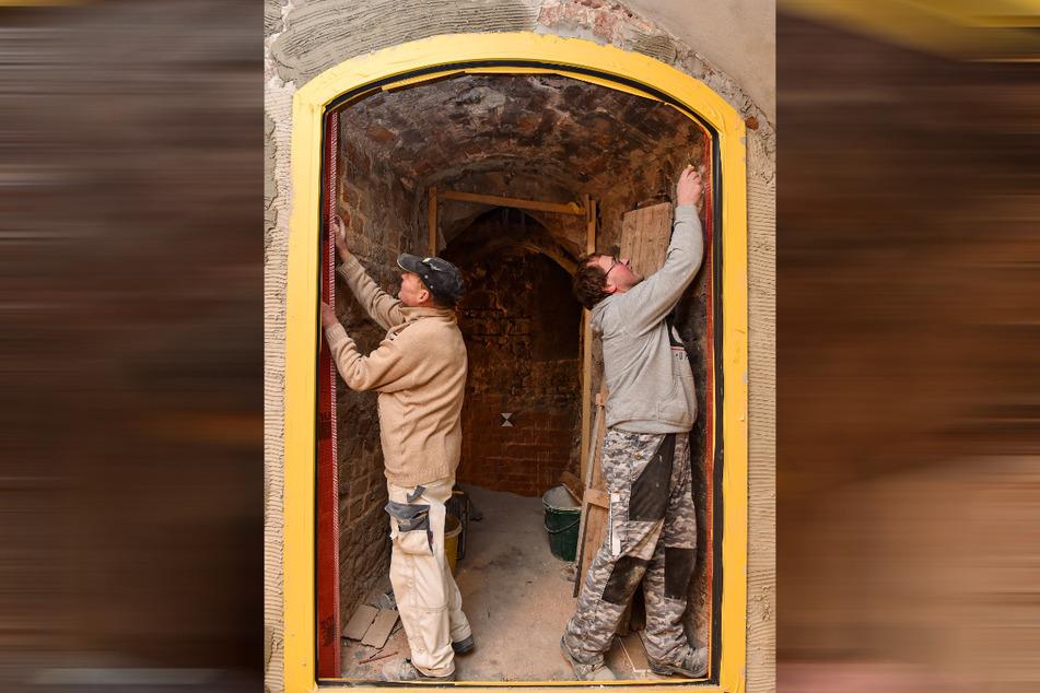 Das Fenster in die Vergangenheit: Aus der Vinothek können Gäste künftig durch eine Panoramascheibe ins alte Gemäuer schauen.