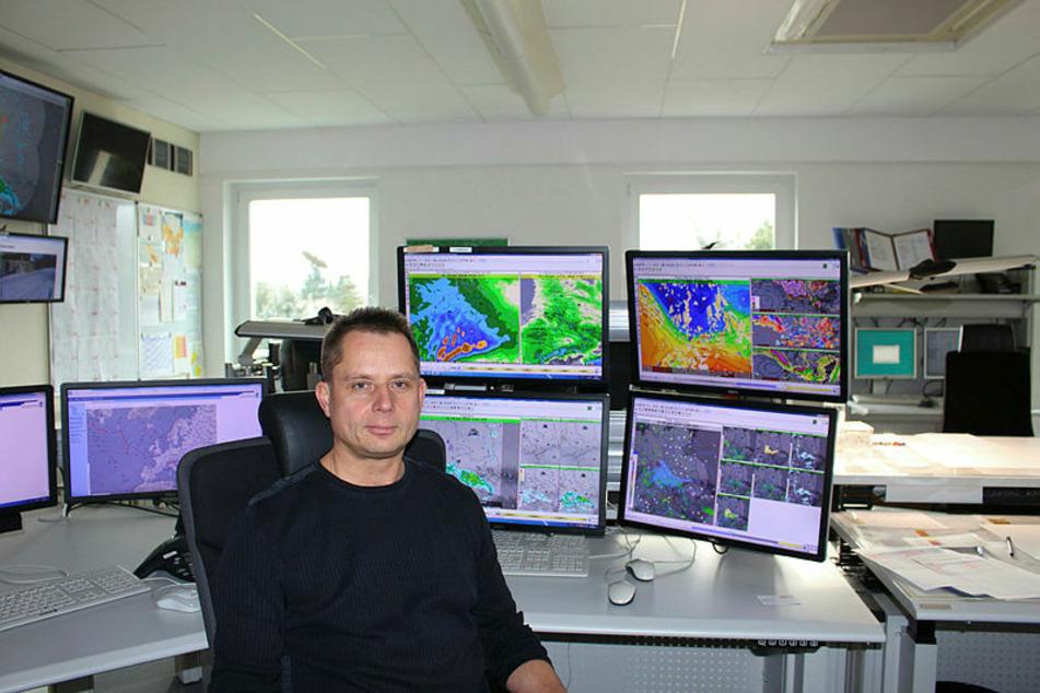 Er weiß, wie das Wetter wird: Meteorologe Thomas Hain vom Deutschen Wetterdienst.
