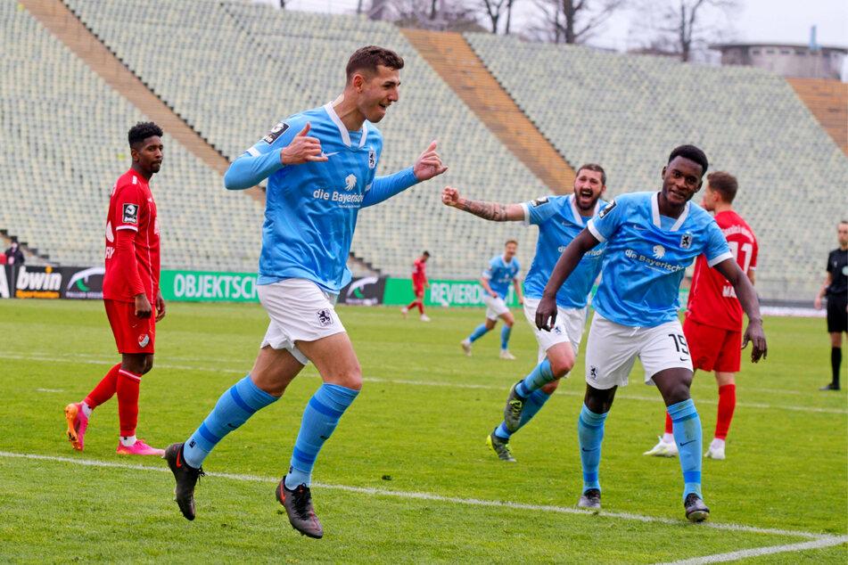 Der TSV 1860 München ist nach dem 2:0-Sieg gegen Türkgücü wieder voll im Aufstiegsrennen dabei.