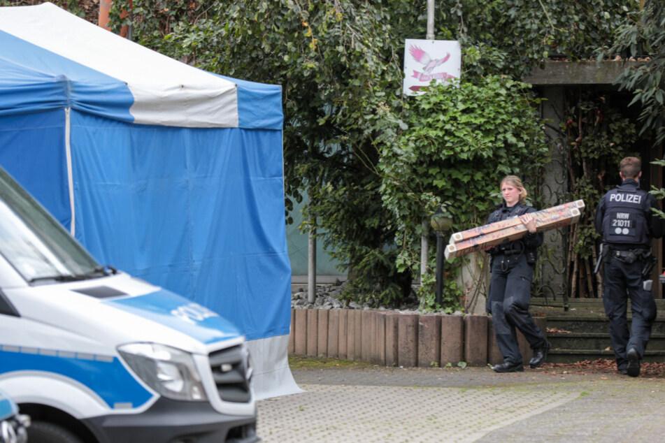 Mehrere Dutzend Polizisten haben im Großraum Wuppertal Wohnungen durchsucht.