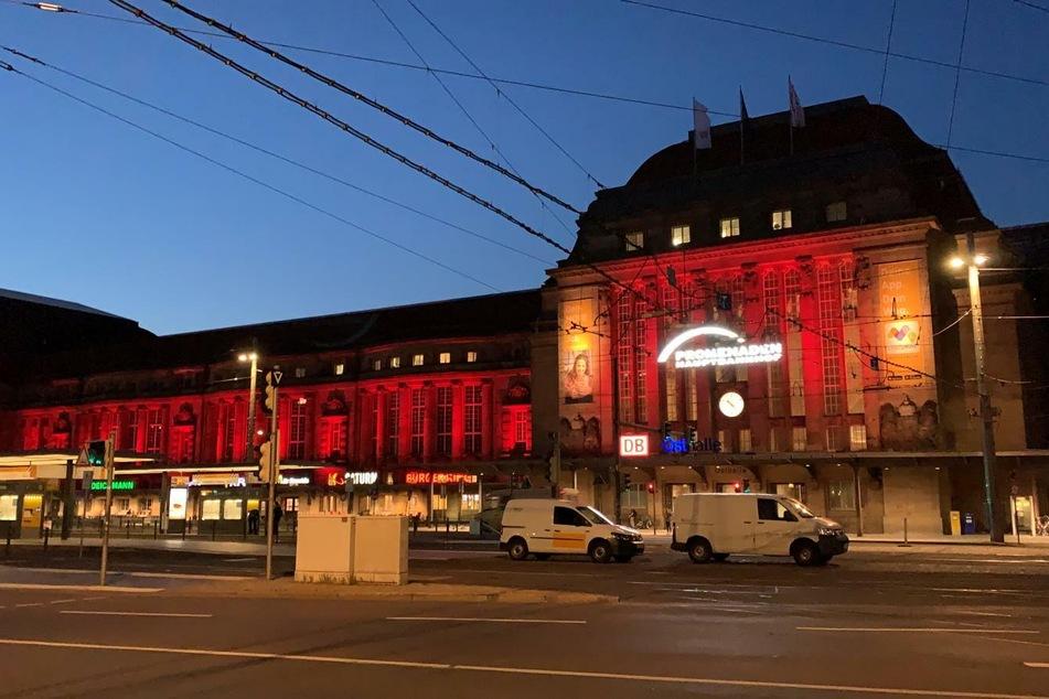 In 250 weiteren Städten in Deutschland wurden Sehenswürdigkeiten und Veranstaltungsorte bestrahlt.