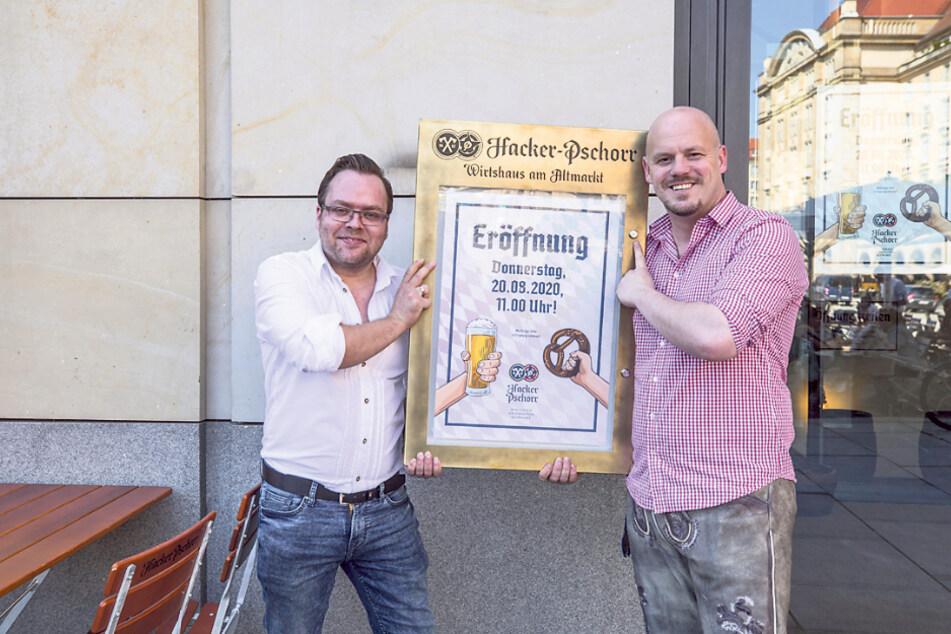 Betriebsleiter Christian Seegerer (33, l.) und Geschäftsführer Daniel Fenske (39) legen am Donnerstag letzte Hand an.