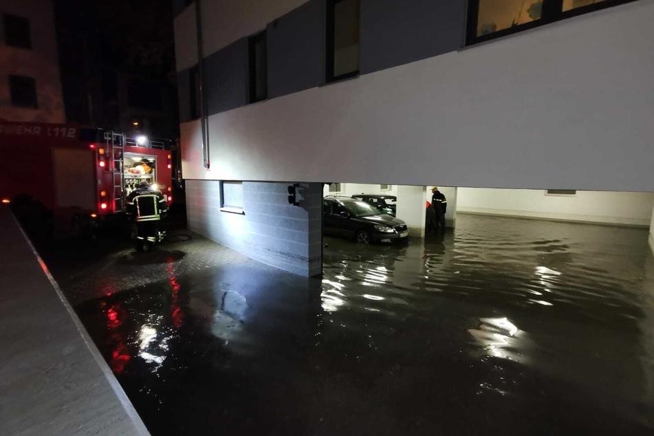 In Leipzig-Lindenau wurde eine Tiefgarage durch die Wassermassen überflutet.