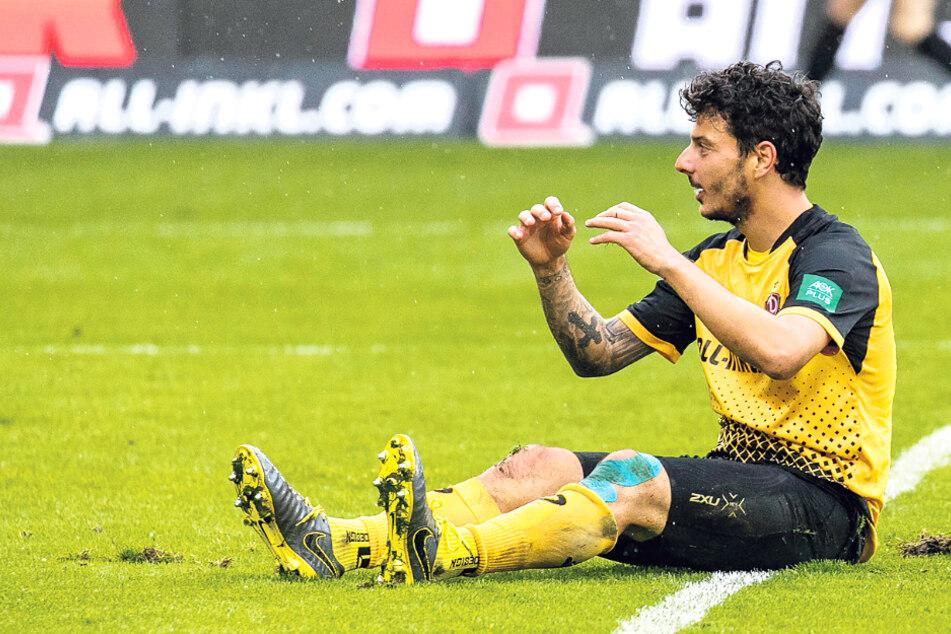 Philipp Hosiner hadert nach einer vergebenen Chance mit sich und der Fußballwelt.