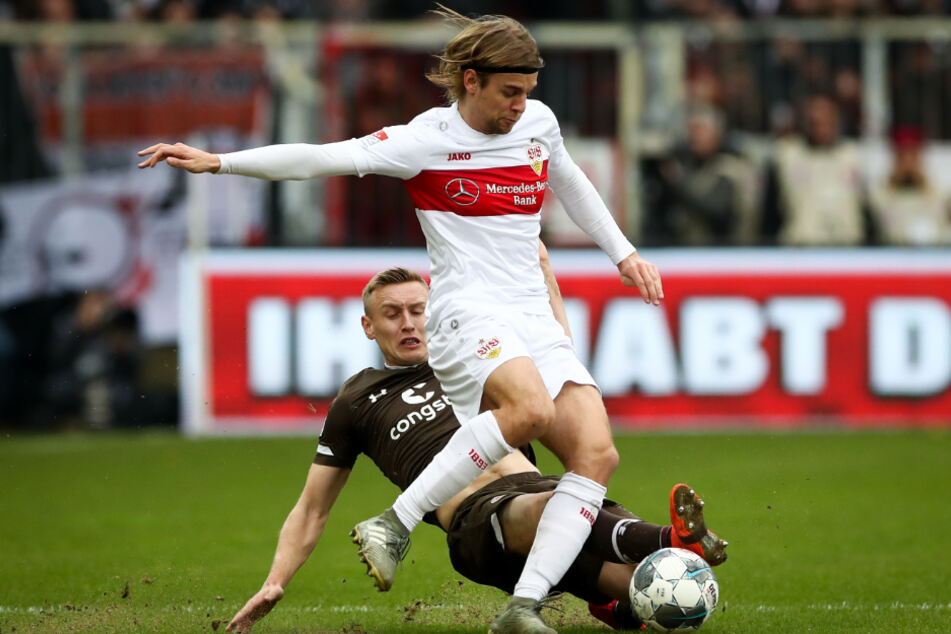 In der Partie beim FC St. Pauli: Borna Sosa für den VfB Stuttgart am Ball.