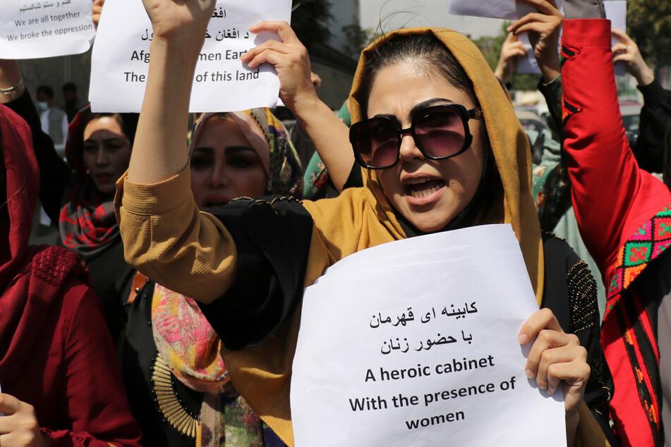 Sie riskieren ihr Leben, um für ein besseres einzustehen! Mindestens eine Frau soll bei der Demonstration verletzt worden sein.