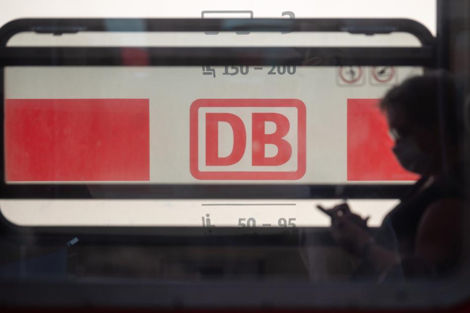 Trotz Maskenpflicht in den Zügen der Deutschen Bahn sind Befreiungen von dieser möglich. Die Bedingungen hierfür sind teilweise undurchsichtig. (Symbolbild)