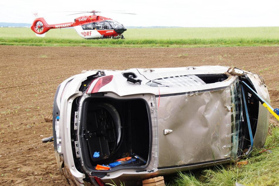 Autofahrerin verliert die Kontrolle und landet im Graben: Rettungsheli vor Ort im Einsatz
