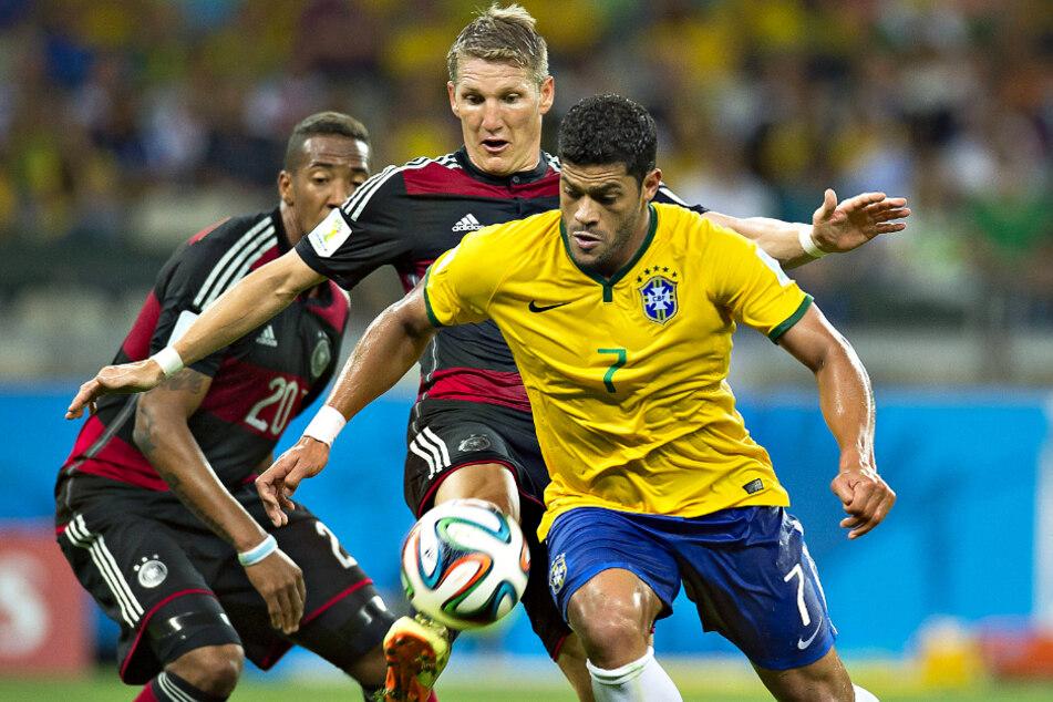 Hulk (r.) stand auch beim legendären 7:1-Sieg der deutschen Nationalmannschaft im WM-Halbfinale 2014 für Brasilien auf dem Platz. Hier versucht er, sich gegen Bastian Schweinsteiger (M.) und Jérôme Boateng zu behaupten.