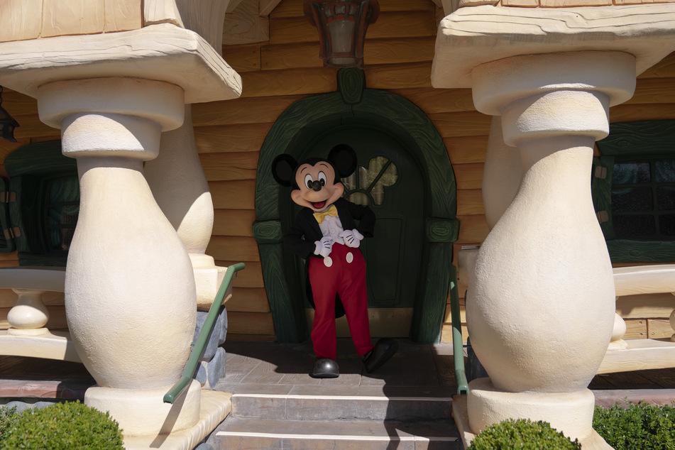 13 Monate lang war Disneyland wegen der Corona-Pandemie stillgelegt, nun hat der beliebte Freizeitpark in Kalifornien wieder auf.