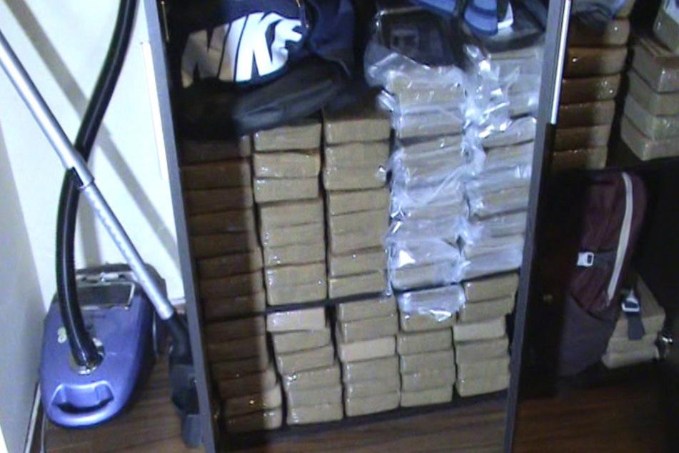 """Die Drogenpakete waren in der Wohnung """"versteckt""""."""