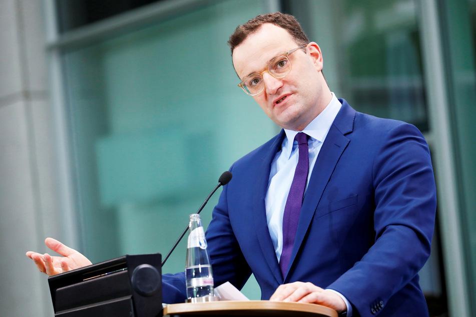 Bundesgesundheitsminister Jens Spahn (40, CDU) gibt eine Pressekonferenz.