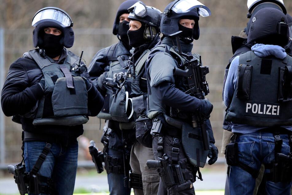 Ein Spezialeinsatzkommando nahm den Mann in der Wohnung fest und brachte ihn zurück in die Klinik. (Symbolbild)