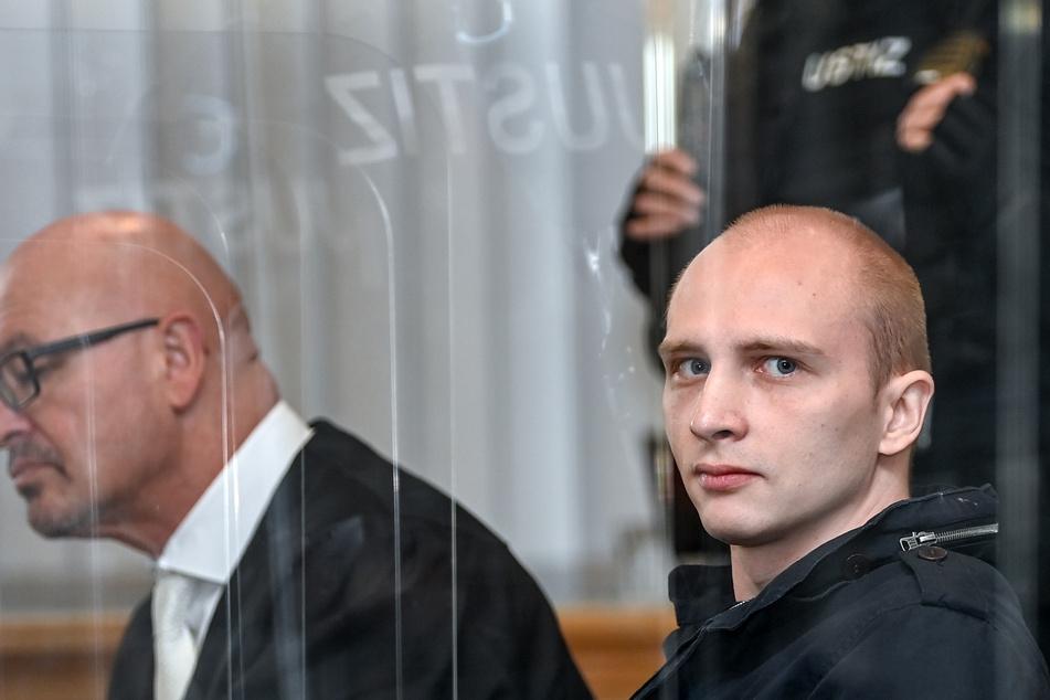 Der angeklagte Stephan Balliet (28, r.) neben seinem Verteidiger Hans-Dieter Weber im Landgericht.