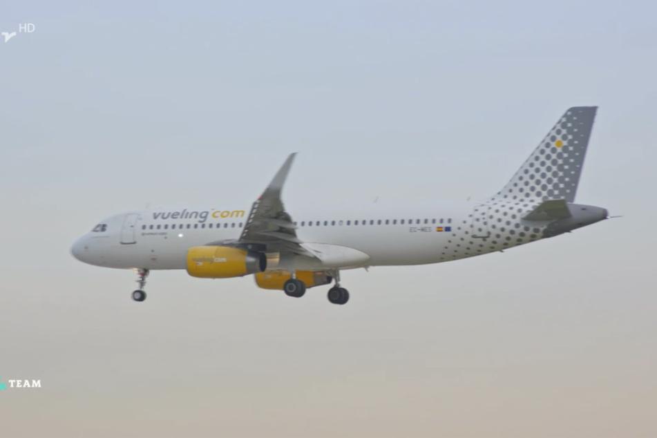 Sie flogen mit der spanischen Fluggesellschaft Vueling, von der sie sich bis heute hingehalten fühlen.