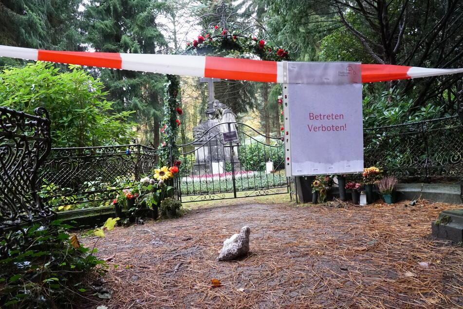 Wer stört seine letzte Ruhe? Grab von Jan Fedder (†64) beschädigt