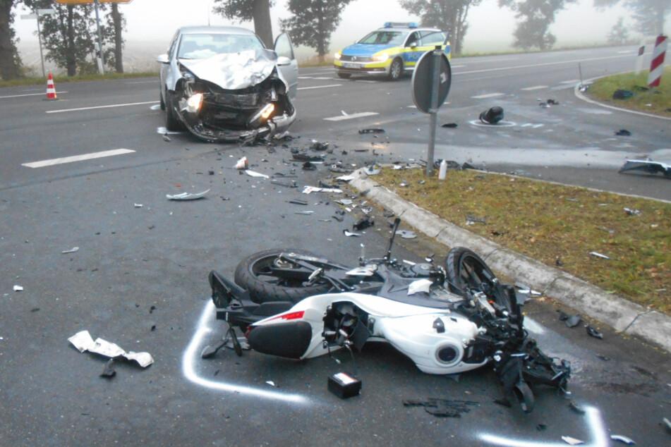 16-jähriger Motorradfahrer auf dem Schulweg von Auto frontal gerammt