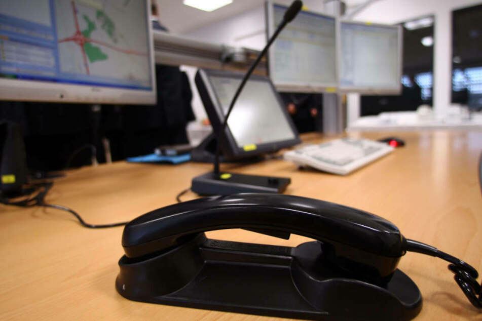Die Meldungen bei Verstößen gegen das Kontakt-Verbot sollen nicht über den Notruf 110 erfolgen, bittet die Polizei (Symbolbil).